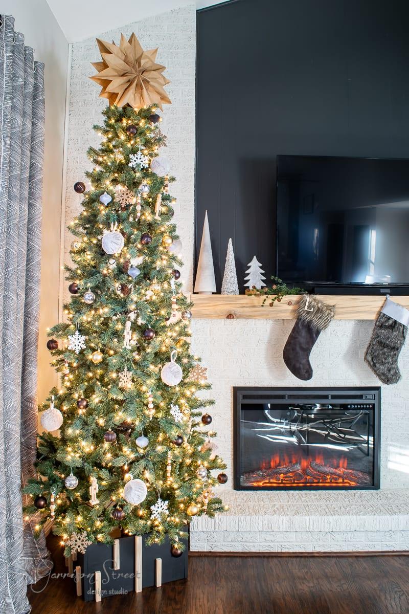 DIY Modern Christmas Tree Collar